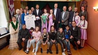 Grindel und Hitzlsperger besuchen Kinderheim in Moskau