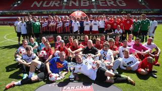 Cup der Fans: Sengende Hitze und singende Sieger