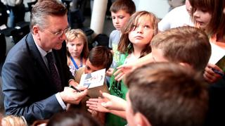 DFB-Präsident Grindel besucht Schule in Rotenburg