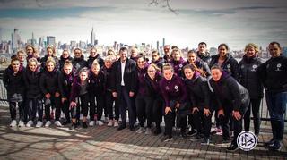 DFB-Frauen: Die Anreise nach New Jersey, Treffen mit Konsul und Training