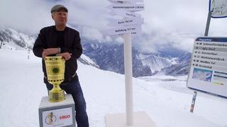 Stefan Effenberg und der DFB-Pokal auf der Zugspitze