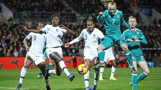 DFB-Frauen gewinnen in Frankreich