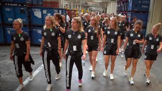 DFB-Frauen besuchen VW-Werk in Kassel