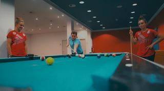 Fan-tastic Moment: Pool-Billard mit Magull und Rauch