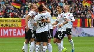 DFB-Frauen besiegen Ukraine  8:0 in Aachen