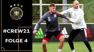 "#Crew21: Weltmeister, U 21-Europameister, VerteidigerVerbesserer. Höwedes hautnah"""