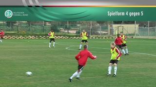 DFB U 17-Junioren: Spielform 4 gegen 5