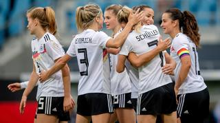 DFB-Frauen besiegen Serbien 5:1