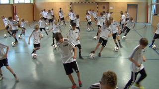 DFB-Talentförderprogramm: Balltechnik fürs Aufwärmen und Eigentraining I