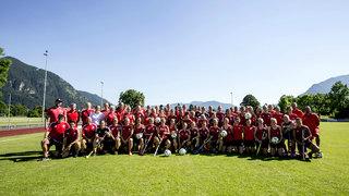 Fußball meets Hockey: DFB-Frauen trainieren mit Hockey-Mädels