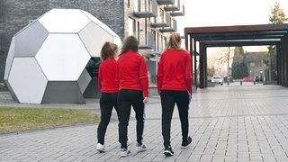 Leben im Fußballinternat: Mädchen auf dem Weg nach oben