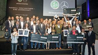 Mannschaftsbus beim Integrationspreis gewinnen
