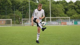 Volley-Kick-Jonglier-Kontrolle