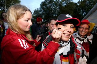Buntes Progamm am Fan-Club-Zelt und Fan-Club-Bus in Kaiserslautern