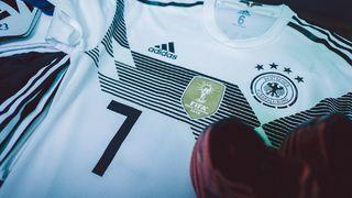 Trainerumfrage: Drei Trikots der Nationalmannschaft zu gewinnen