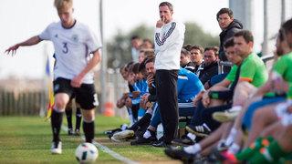 DFB-Trainer Meikel Schönweitz: Mit der U 19 schnell und effektiv angreifen