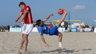 Akrobatik am Beach: Der erste Spieltag der Deutschen Beachsoccer-Meisterschaft