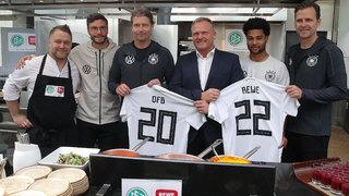 REWE und DFB verlängern Ernährungspartnerschaft