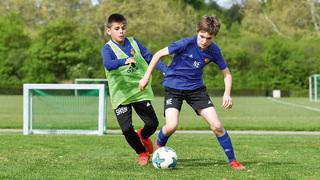 1 gegen 1 mit Gegner im Rücken: So trainiert die U 12 des FC Basel