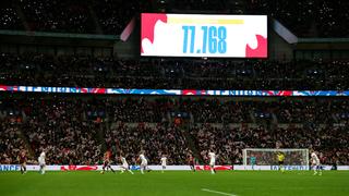 DFB-Frauen gewinnen in England vor Traumkulisse