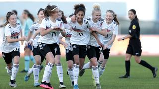 U 16 bejubelt Sieg gegen die Niederlande