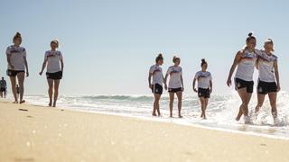 DFB-Frauen genießen Tag am Strand