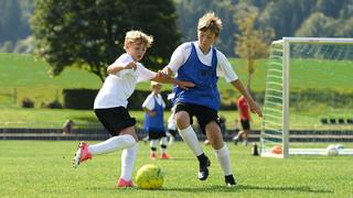 Auch in den Ferien spielen: Fußballcamps in Zeiten von Corona