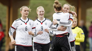 U 17-Juniorinnen besiegen die Schweiz