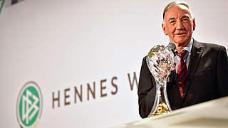 DFB vergibt Ehrenpreis Lebenswerk an Bernd Schröder