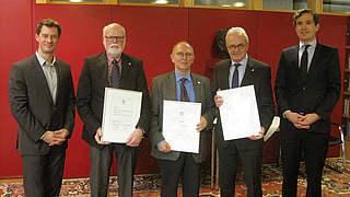 DFB verleiht Silberne Ehrennadeln an Bernhardt, Meyer und Pilz