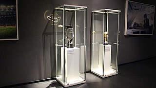 Confed Cup und U 21-EM: Siegerpokale im Deutschen Fußballmuseum