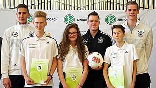 Schulbesuch der U 20: Immer Bock auf Fußball gehabt