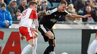 2:1 im Ostduell: Thiele schnürt Doppelpack für Jena gegen Halle
