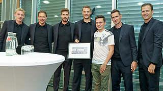 DFB-Mitarbeiter verabschieden Nationalteam