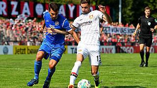 Leverkusen dank Alarios Elfer in Runde zwei