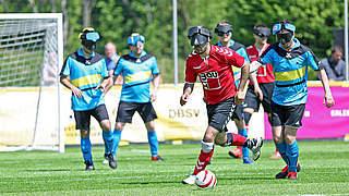 Blindenfußball-Finale in Düsseldorf: Hohes Tempo im freien Raum