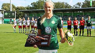 Pernille Harder mit Torjägerkanone geehrt