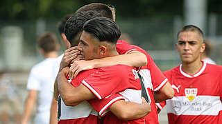 VfB stürmt mit Derbysieg an die Spitze