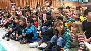 Schulbesuch im Video: Schüller, Knaak und ein Überraschungsgast