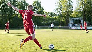 Den Ball unter Gegnerdruck sicher kontrollieren