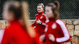 Neue Kapitänin Popp führt DFB-Frauen ins Frankreich-Spiel