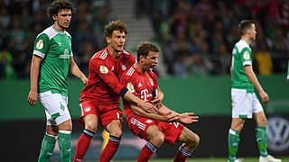 Toller Pokalfight: Bayern nach 3:2 in Bremen im Finale