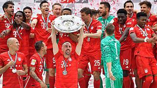 Löw gratuliert FC Bayern: Große Leistung