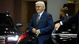 Bundespräsident Steinmeier besucht Frauen-Nationalmannschaft