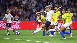 Gastgeber Frankreich und England ziehen ins Viertelfinale ein