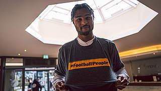 Gnabry unterstützt #FootballPeople-Wochen