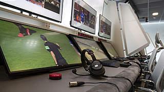 Video-Assistent: Drees im Austausch mit Fans