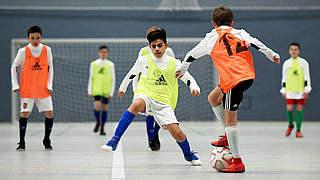 Koordination mit Fußball verbinden