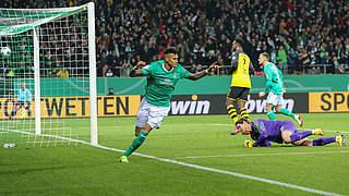 Bremen wirft Dortmund aus dem Pokal, Schalke die Hertha
