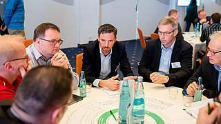Video-Sprechstunde: Frag' die DFB-Trainer